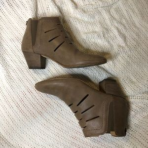 Aquatalia designer Italian leather booties//size 7